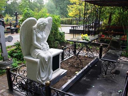 Скульптуры ангелов на могилу