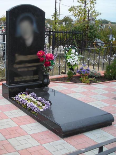 Гранитные памятники на могилу